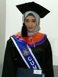 Galuh Ayu Novilia Wisudawati  Terbaik Program Studi Sarjana/S1 Wisuda Periode II 2017/2018