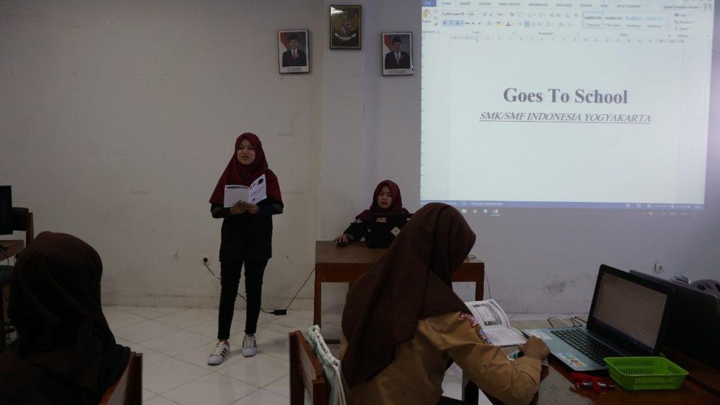 Pembukaan Acara Goes To School oleh Pengurus Humanika