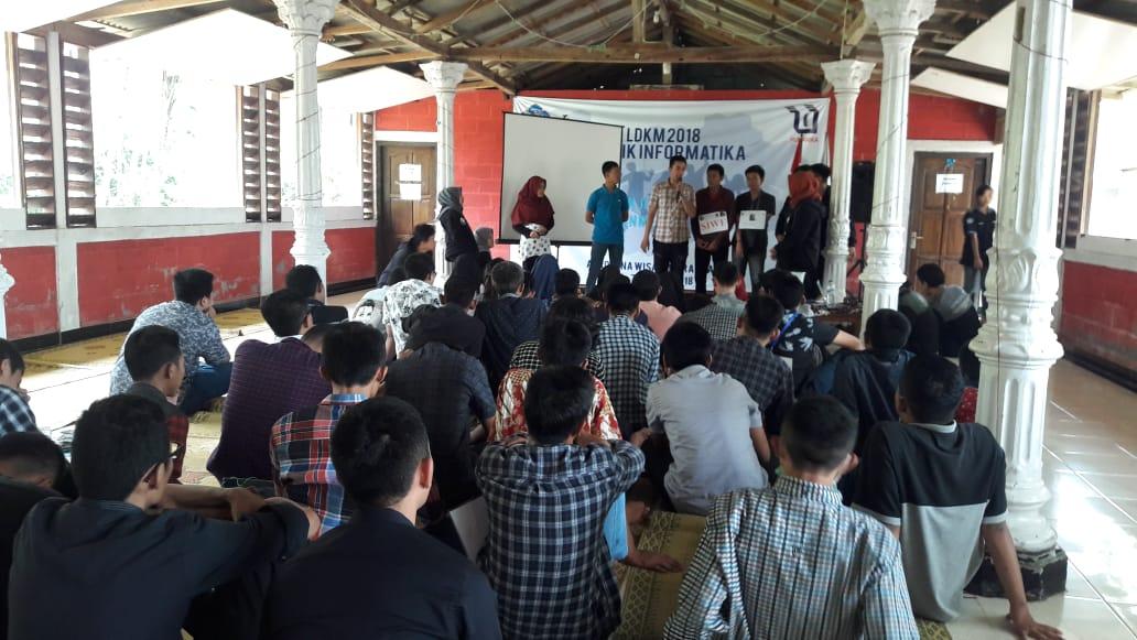 Latihan Dasar Kepemimpinan dan Makrab (LDKM) Mahasiswa Teknik Informatika di Agromina Wisata Karangasri