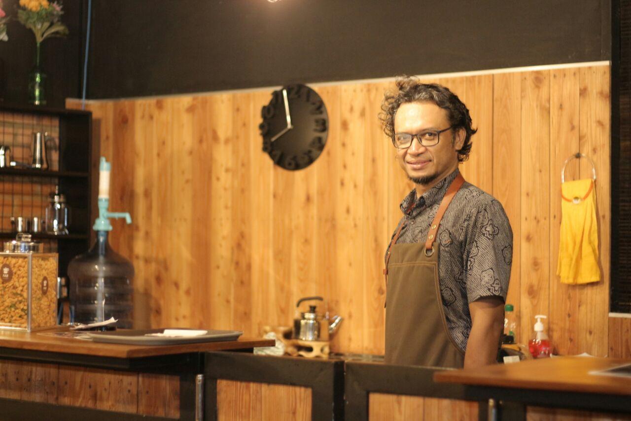 Dosen Teknik Informatika IST AKPRIND Yogyakarta Suwanto Raharjo, S.Si., M.Kom telah menyandang Gelar Doktor