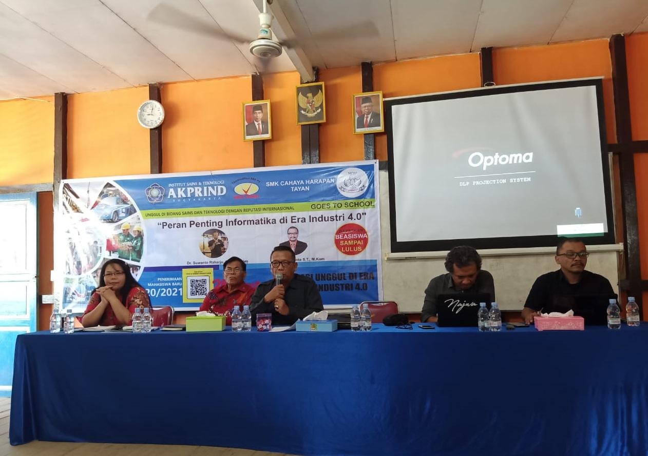 IST AKPRIND Yogyakarta Kunjungi SMK Cahaya Harapan di Pulau Tayan ,Kalbar